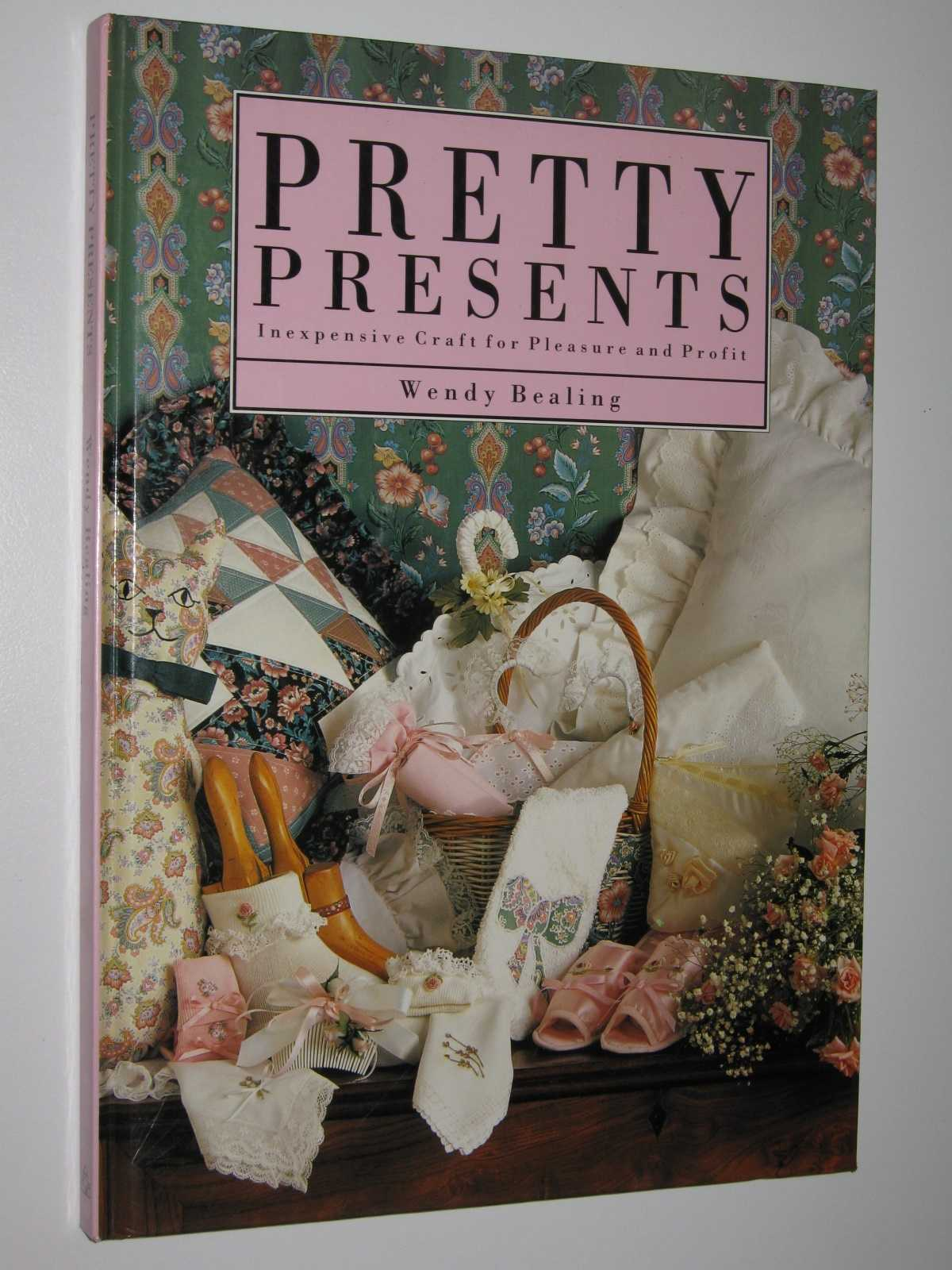Image for Pretty Presents : Inexpensive Craft for Pleasure and Profit